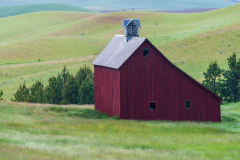 Photo of the Saltbox Barn in the Palouse early morning