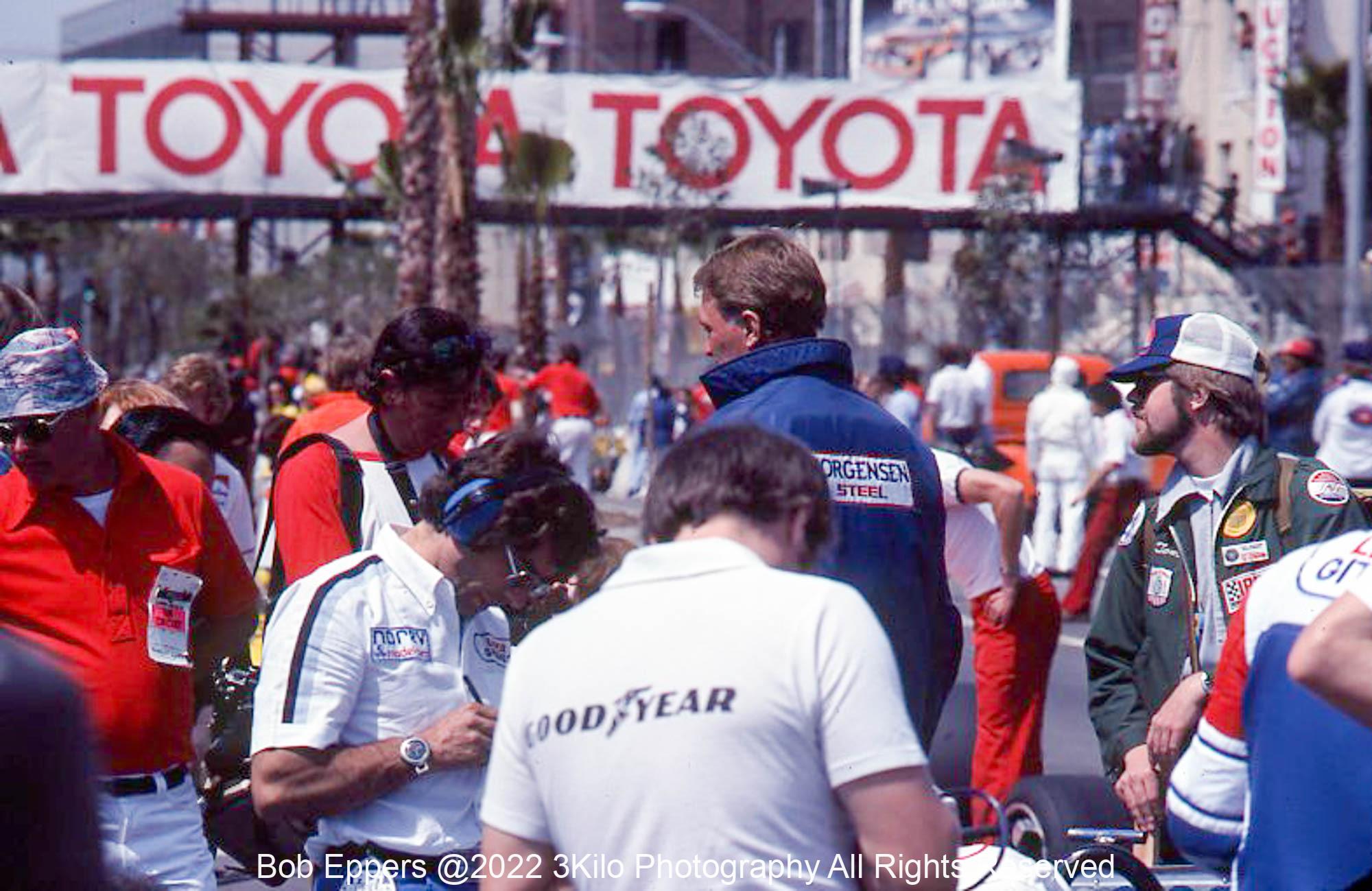 Photo of Dan Gurney in blue jacket. 1977 f1 LBGP