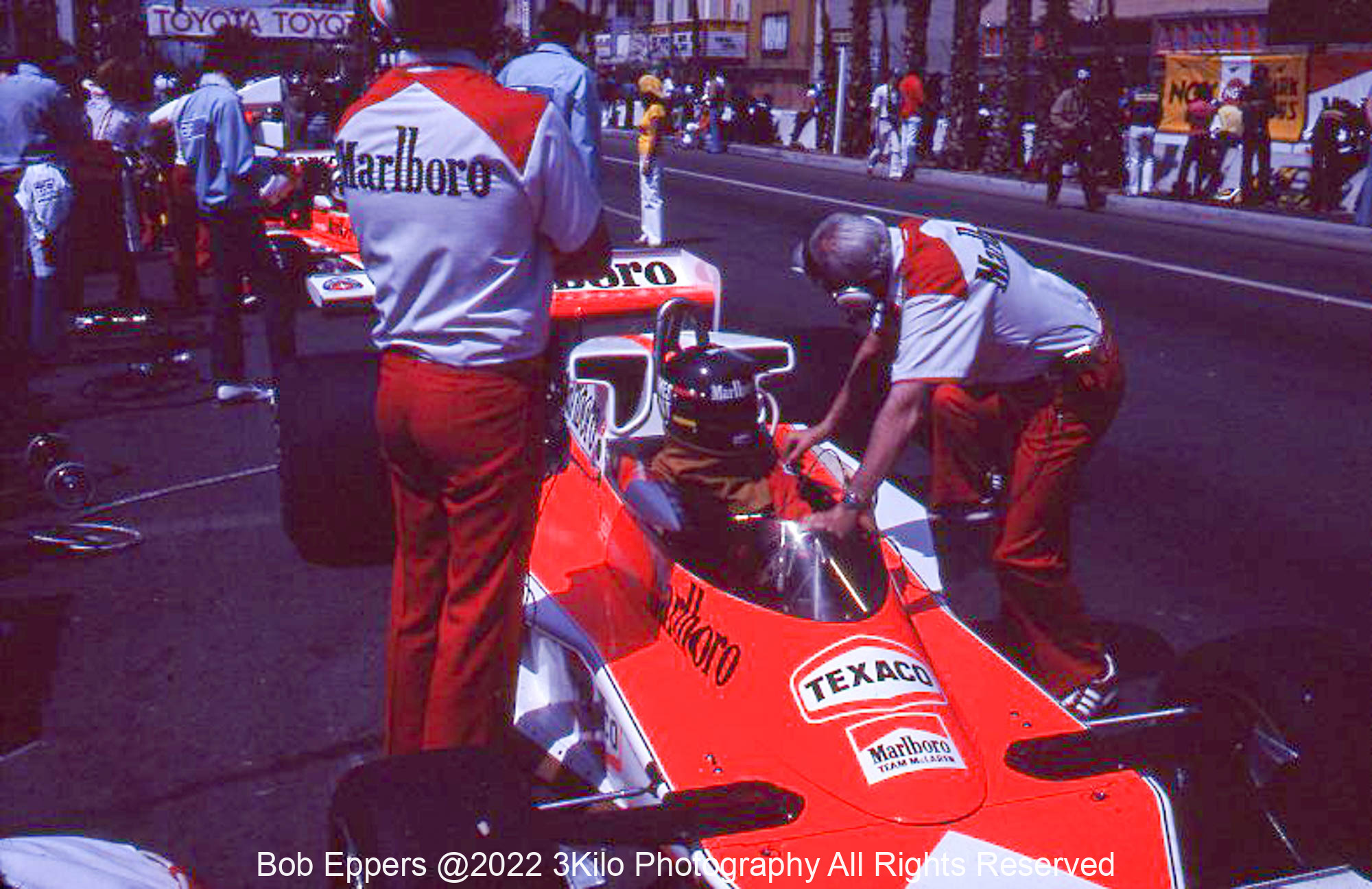 Photo of F1 McLaren with driver James Hunt.  1977 F1 LBGP