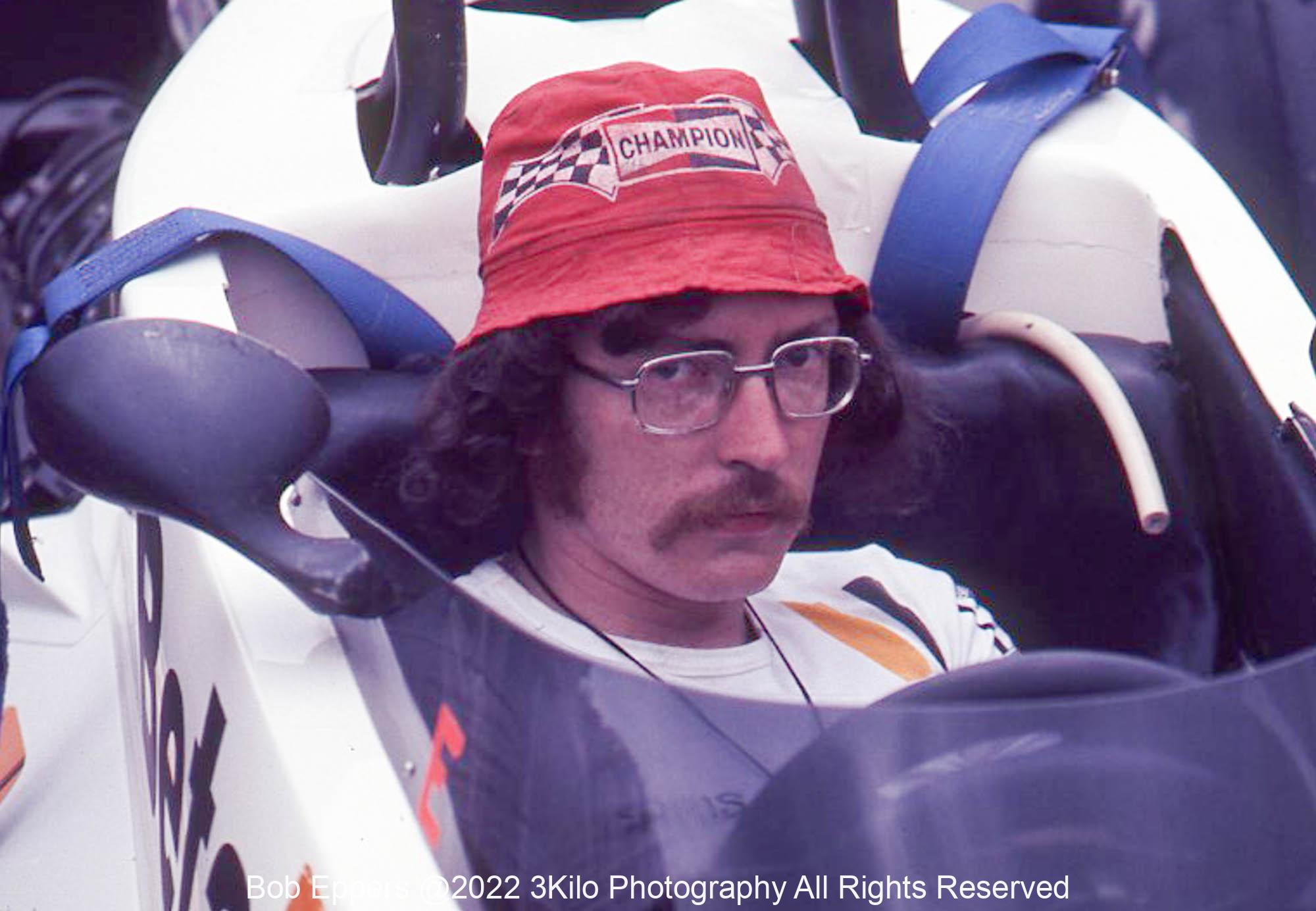 Photo of mechanic in a F1 Surtees. 1977 F1 LBGP