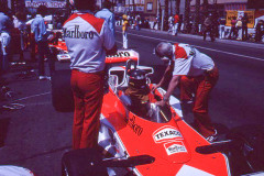 Photo of F1 McLaren with driver James Hunt.  1977 F1 LBGP