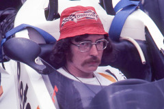 Photo of mechanic in a F1 Surtees. 1977 F1 LBGP