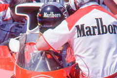 Photo of F1 McLaren with driver James Hunt and Teddy Mayer. 1977 F1 LBGP